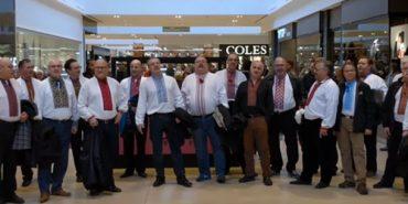 У торговому центрі Канади близько 20 українців у вишиванках заколядували. ВІДЕО