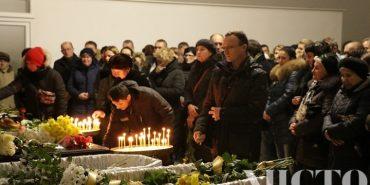 У Франківську попрощалися з сім'єю Гордієнків, яка загинула від чадного газу. ФОТО