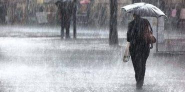 На Прикарпатті через сильні опади оголосили штормове попередження