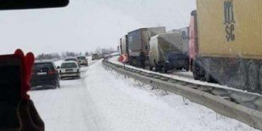 На Прикарпатті закрили рух на всіх дорогах державного значення