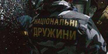 """На Прикарпатті затримали представників """"Національних дружин"""" зі зброєю"""