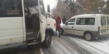 У мережі показали дорогу до Косова, яка перетворилася на суцільну ковзанку. ФОТО