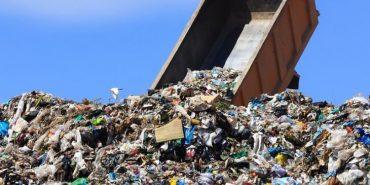 Прикарпатське село перетворюється на полігон для відходів. ВІДЕО