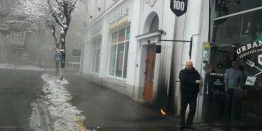 """У центрі Франківська протестувальники акції """"Футбол проти гомофобії"""" кинули димову шашку. ВІДЕО"""