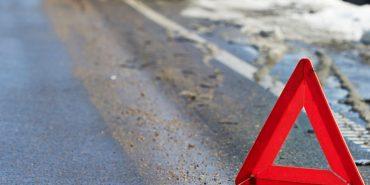 На Прикарпатті п'яний водій з дитиною в машині влетів у бетонну плиту