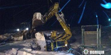 На Прикарпатті екскаватор впав у воду – загинув 40-річний машиніст