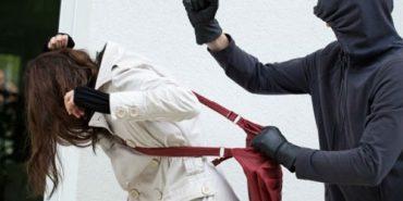 У Коломиї грабіжник напав на вулиці на жінку