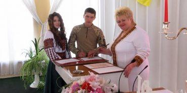 На День закоханих у Коломиї одружилося 13 пар. ВІДЕО