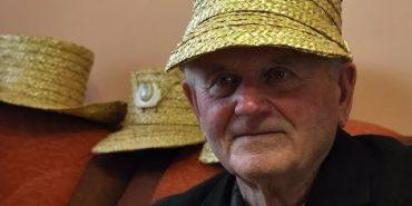 85-річний коломиянин створює унікальні головні убори з соломи, які носять у багатьох країнах. ВІДЕО