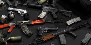У будинку екс-секретаря міської ради на Прикарпатті вилучили арсенал зброї