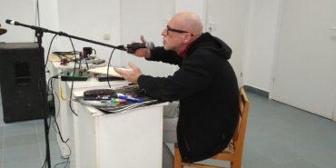 """На Прикарпатті відбулася виставка-лекція """"Автопортрет Zомбі"""" з Юрієм Іздриком. ФОТО"""
