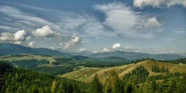 Де заночувати у Карпатах: 10 найпопулярніших колиб серед гір