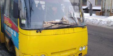 На Франківщині водій маршрутки викинув школяра, бо той довго шукав учнівський квиток. ФОТО