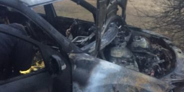 Підпалили автівку депутата міськради на Прикарпатті. ФОТОФАКТ