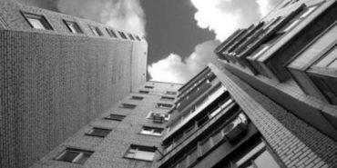 У Львові 17-річна дівчина випала з вікна 11-го поверху