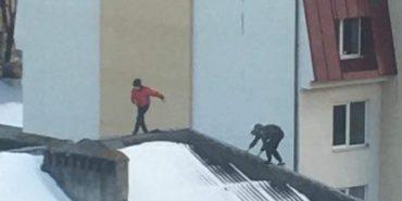 На Франківщині підлітки лазять по дахах багатоповерхівок. ФОТО