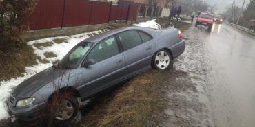 На Франківщині авто з'їхало в кювет – водій втік. ФОТОФАКТ