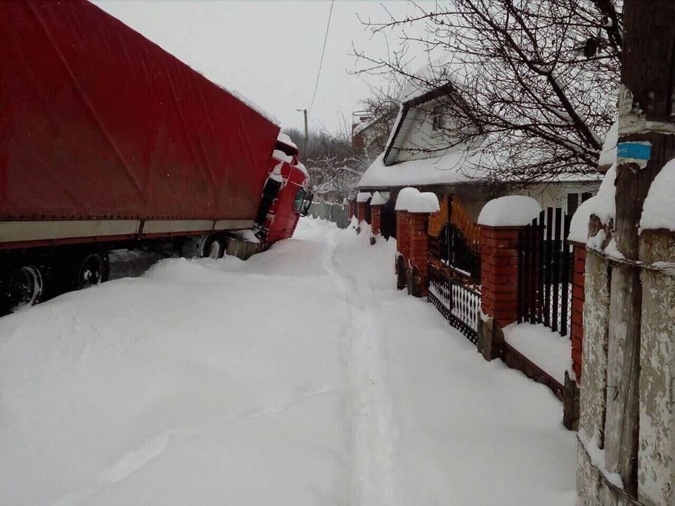 На Франківщині рятувальники витягали з заметів транспортні засоби. ФОТО+ВІДЕО
