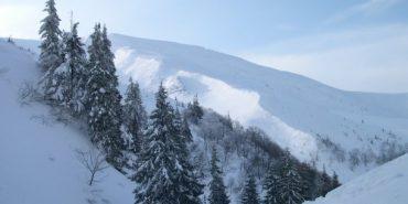 Рятувальники рекомендують туристам утриматися від походів у гори. Відео