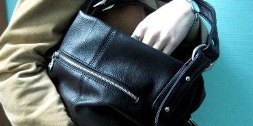 У Коломиї викрили злодійку, яка крала сумочки у покупців