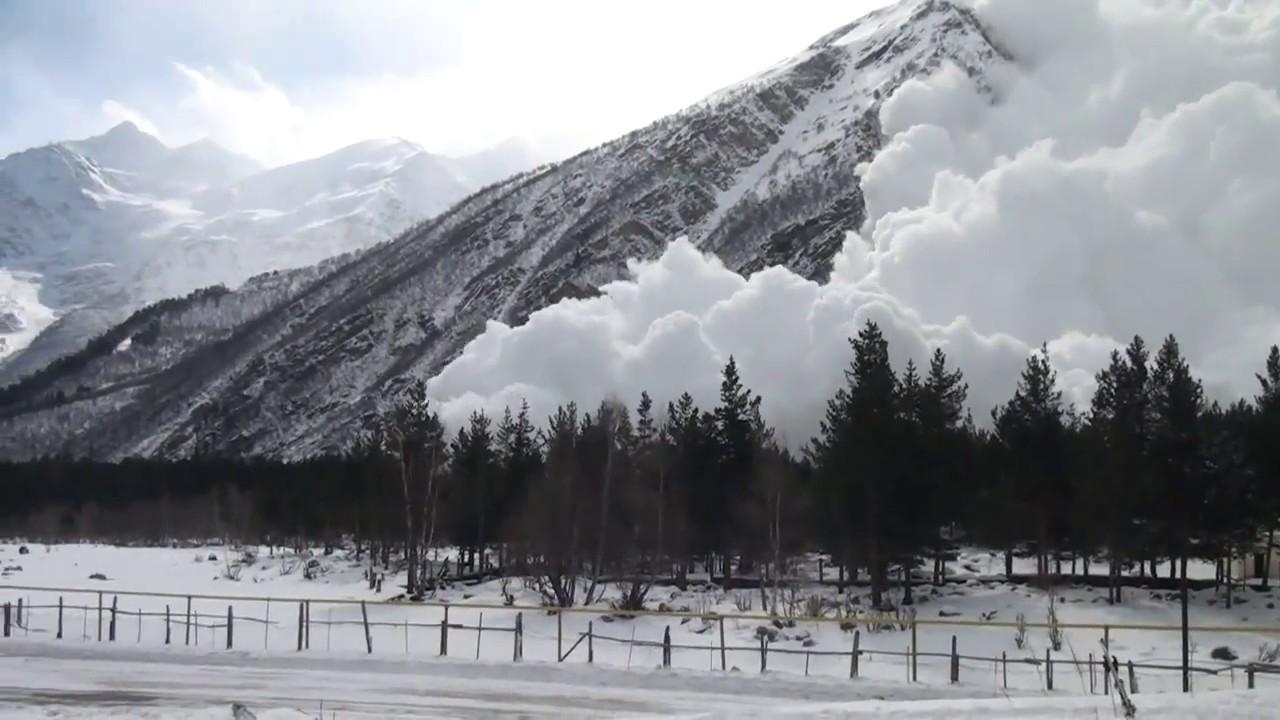Прикарпатські рятувальники попереджають про значну сніголавинну небезпеку в горах