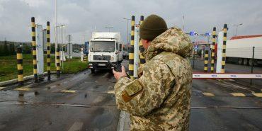 Напередодні Великодніх свят на в'їзді в Україну утворилися довжелезні автомобільні черги