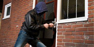 На Франківщині злодії в білий день проникли до будинку і побили господаря