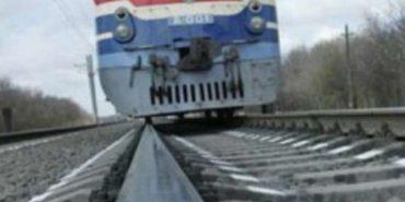 Підліток, який на Прикарпатті потрапив під потяг, йшов вздовж колії в капюшоні з навушниками