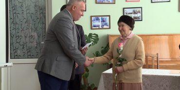 У Коломиї ювілейну премію імені Леся Гринюка вручили 94-річній поетесі. ВІДЕО
