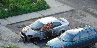 З'явилося фото та відео пожежі автомобіля на Франківщині