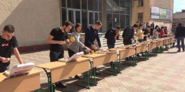 У Франківську влаштували змагання зі швидкісного поїдання піци