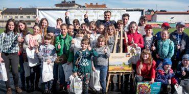 Андрій Іванчук нагородив майже 2000 учасників масштабного конкурсу малюнків до Великодня. ФОТО