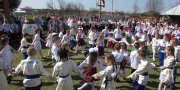 Ігри, забави, гаївки: як у Спасі на Коломийщині Великдень святкували. ФОТО