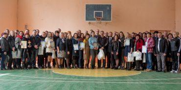 """Фонд """"Покуття"""" нагородив цінними призами переможців спартакіади – освітян Коломиї. ФОТО+ВІДЕО"""