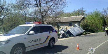 1 загиблий, 13 травмованих: подробиці моторошної аварії на Франківщині. ФОТО