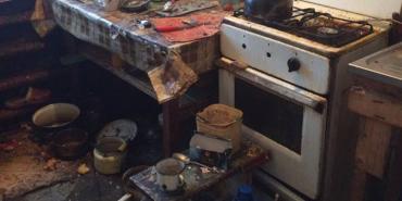 На Франківщині мати 39 років не випускала хворого сина з квартири. ФОТО