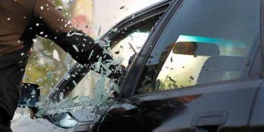 На Городенківщині підліток обікрав автомобіль 27-річного коломиянина