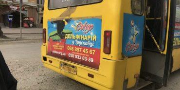 На Прикарпатті пенсіонер наздогнав автобус та намагався поцілити каменем у скло, бо його не повезли безкоштовно