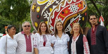 Митець з Коломиї став співавтором пам'ятника писанці в Аргентині. ФОТО