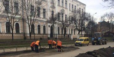 Комунальники розпочали поточні ремонти доріг Коломиї. ФОТОФАКТ