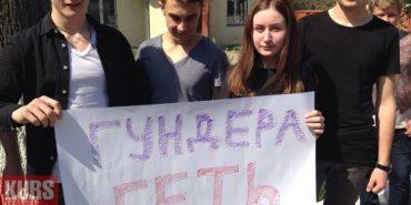 На Франківщині студенти музучилища вийшли на страйк – вимагають звільнення директора. ФОТО