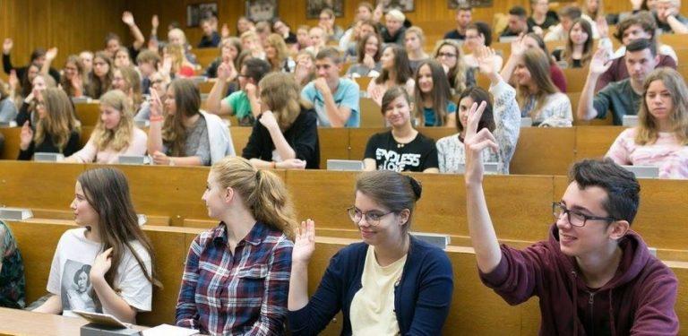 """В Україні скасували термін """"вищий навчальний заклад"""", з'явився новий"""