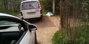 На Франківщині в дачному масиві знайшли тіло молодого чоловіка