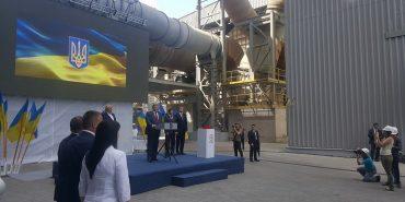 Петро Порошенко на Прикарпатті відвідав завод по виробництві бетону та похвалив прикарпатців за масштабне виробництво