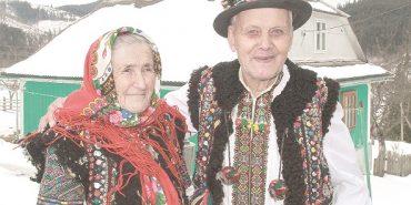 Гуцульська пара, яка прожила разом 71 рік, розповіла свою історію кохання. ФОТО