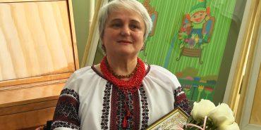 """Поетеса з Коломийщини отримала медаль """"За заслуги перед Прикарпаттям"""". ВІДЕО"""