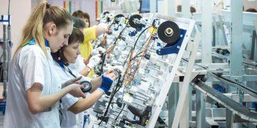 """Найбільша інвестиція Коломиї: як працюється на заводі """"Леоні"""". ФОТО"""