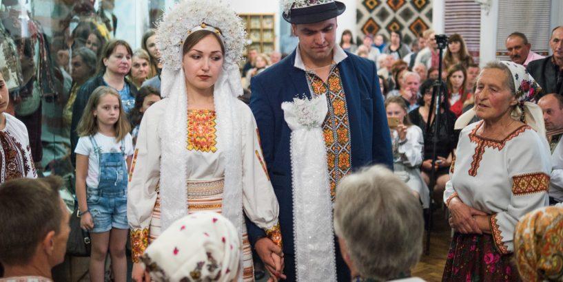 Торговицькі вечорниці та мишинське весілля  репортаж з ночі у музеях Коломиї  - Дзеркало Коломиї 880ca16f89e68