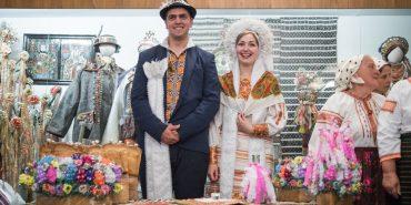 """Ладкання, вбирання деревця, виставка весільних вінків: сьогодні стартує фольклорний фестиваль """"Коломийка"""""""