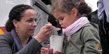 Хвойний суп і трав'яний хліб: як реагували у Брюсселі на страви, які їли українці під час Голодомору. ВІДЕО